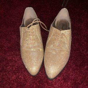 Gold dress shoe